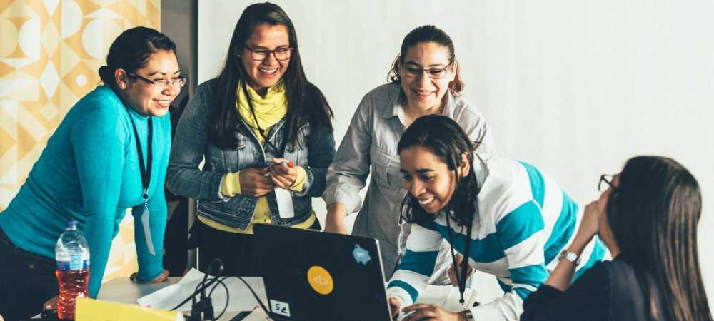 IBM y Laboratoria se unen para capacitar a mujeres en tecnología