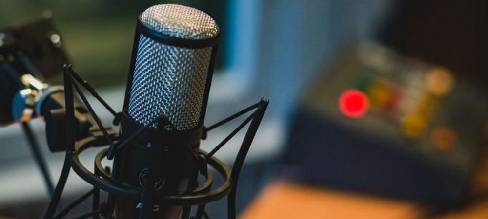 Podcasts vs. radio: similitudes, diferencias y cuál es el preferido por los jóvenes