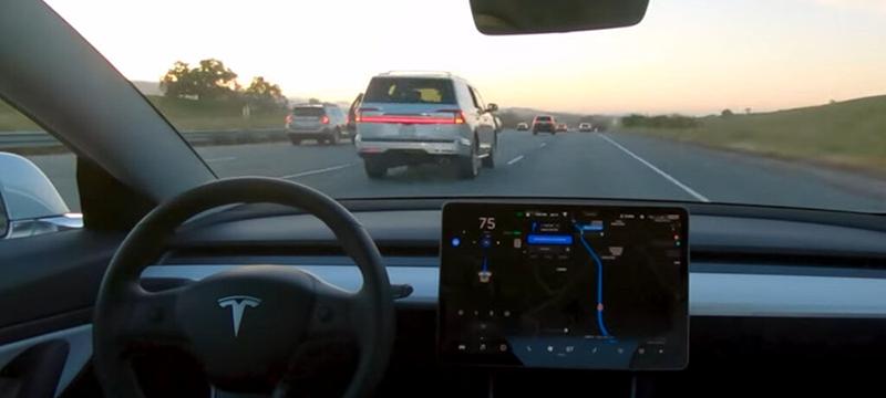 Los vehículos Tesla ya tienen la función de conducción autónoma completa