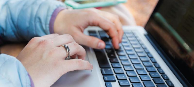 Descubre cómo escribir más rápido en el móvil y ordenador