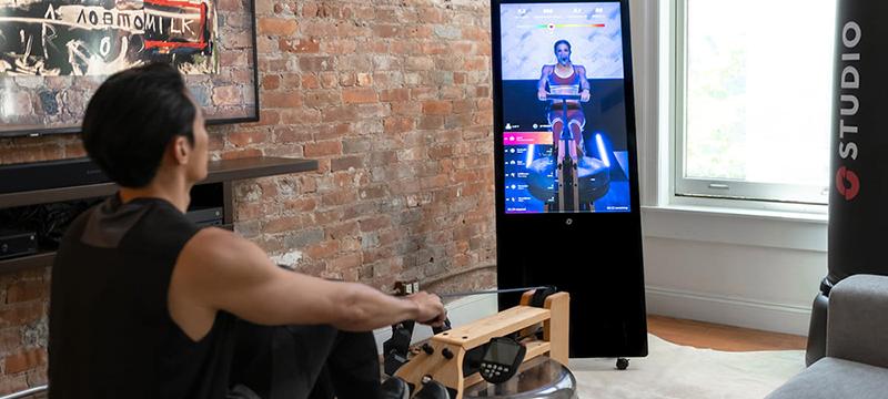 Studio es la pantalla inteligente que te ayudará a ejercitarte